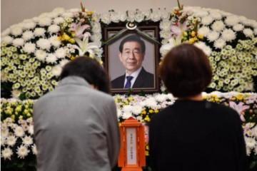已故首尔市长朴元淳出殡